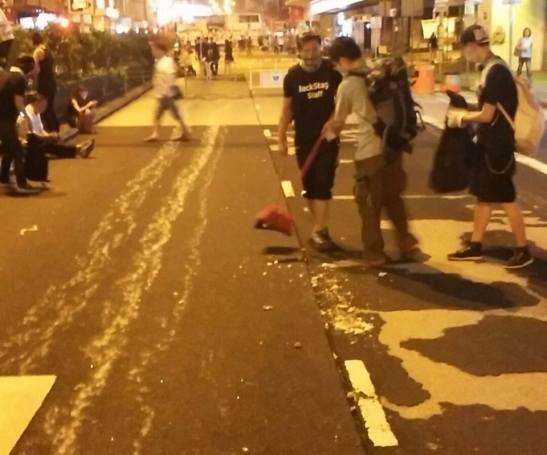 市民自發清理旺角街道